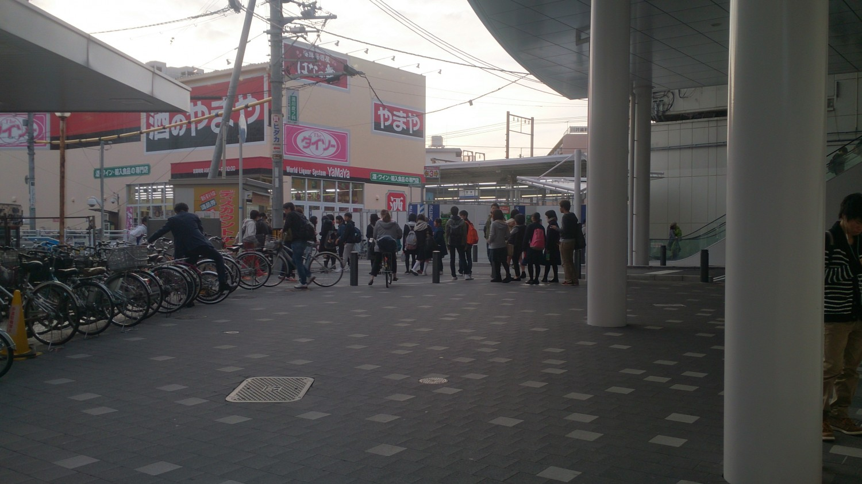 JR茨木駅東口チケットショップにも行列