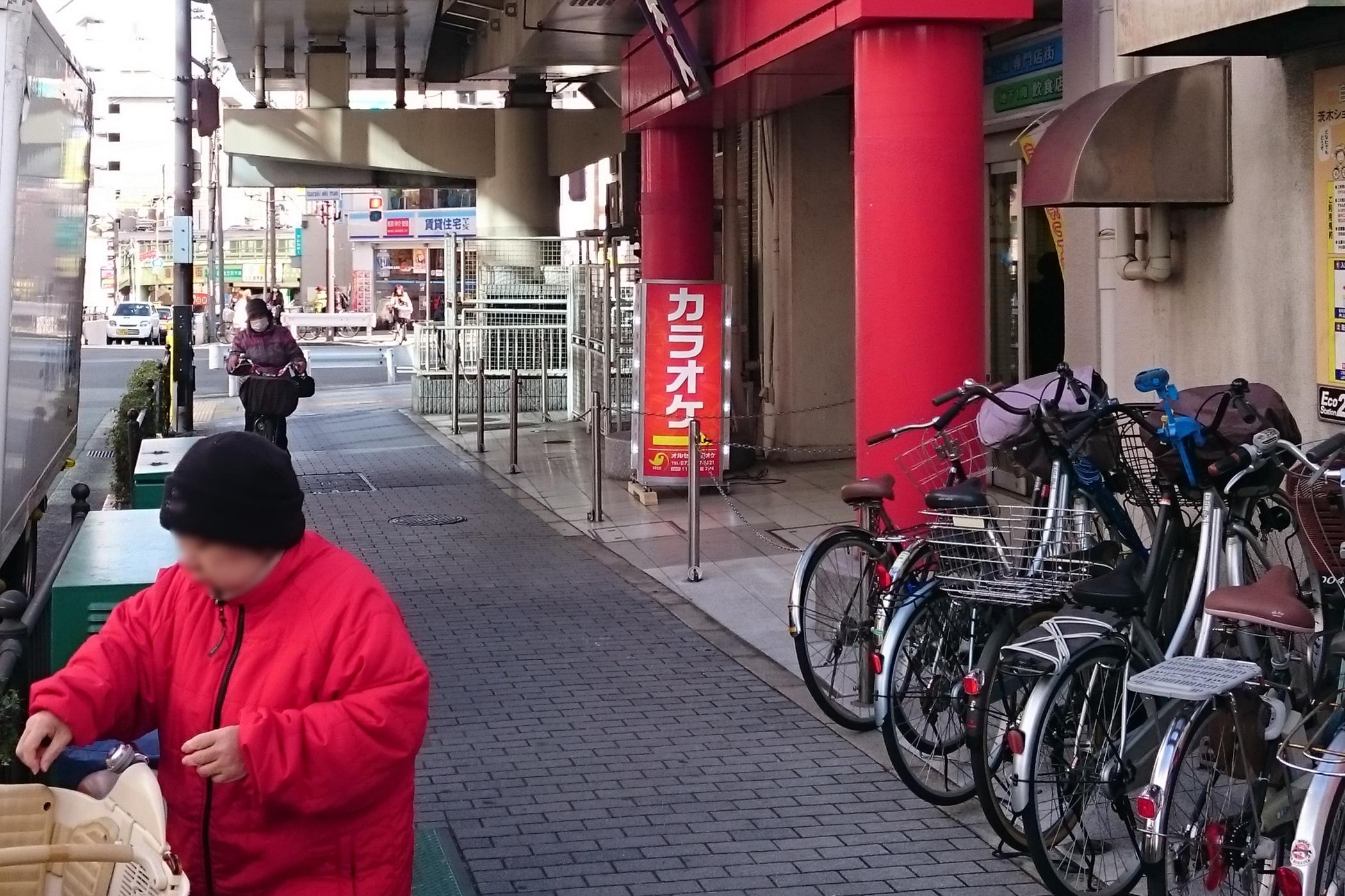 茨木駅前ビルのカラオケ店、管理組合と対立